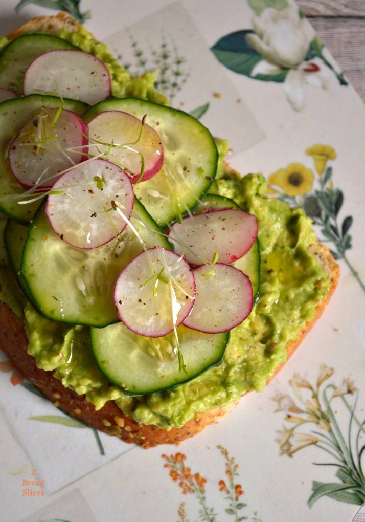 Sandwich (open) de Pepino y Rabanitos