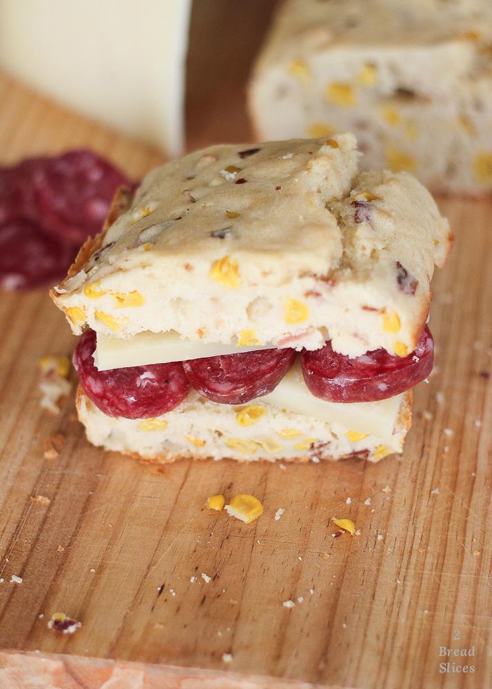 Sandwich de queso y salchichón