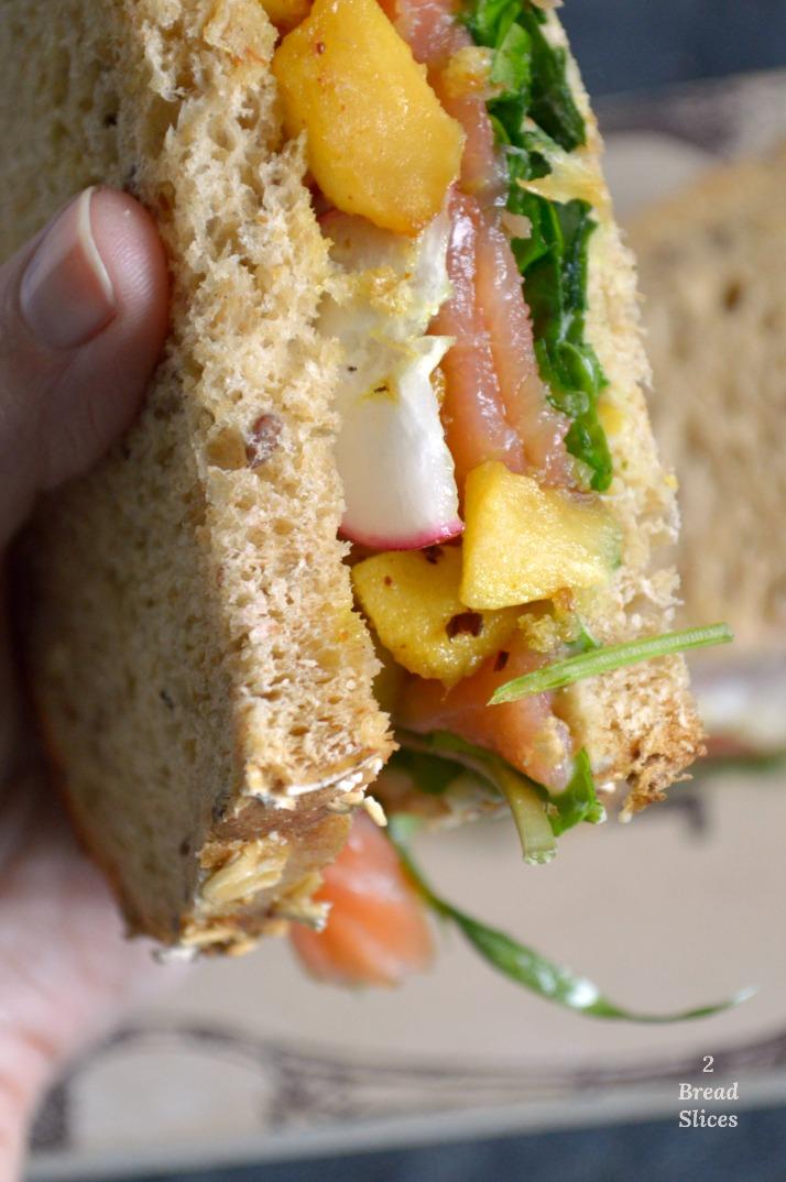 Sandwich de Salmón y Manzana Especiada
