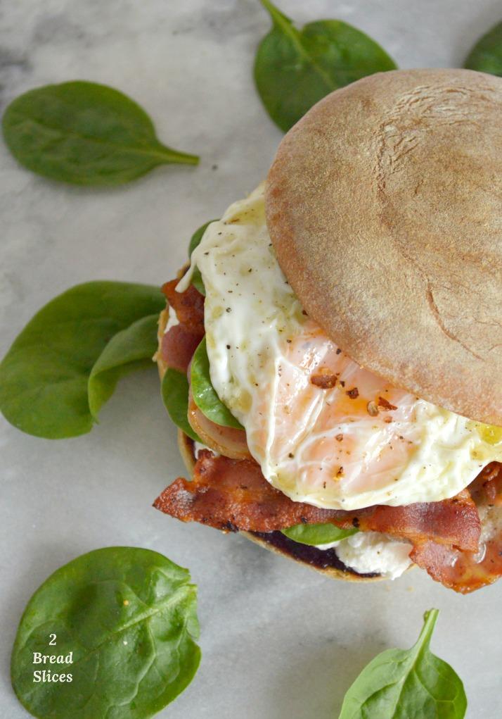 Sandwich de Espinacas y Huevo Frito