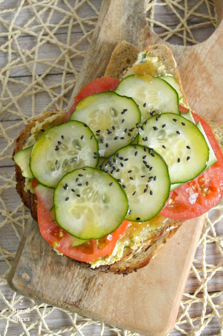 Sandwich (open) de Hummus y Verduras