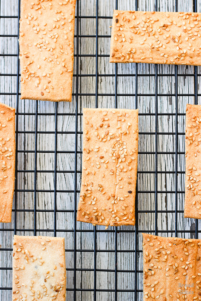 Paleo sesame crackers