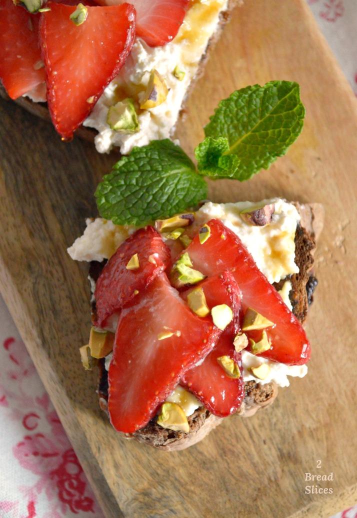 Sandwich de Ricotta y Fresas Asadas