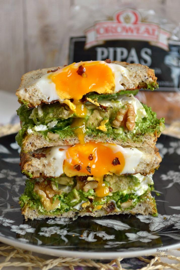 Sandwich de Huevo y Pesto de Espinacas