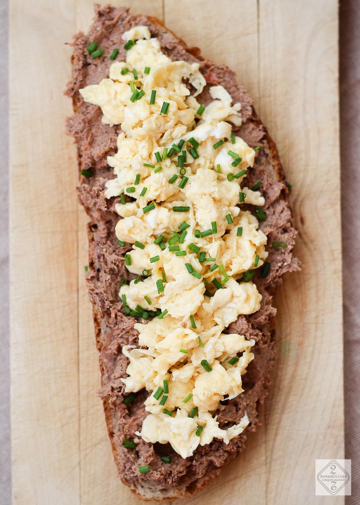 Sandwich de untable de sardinas y huevo