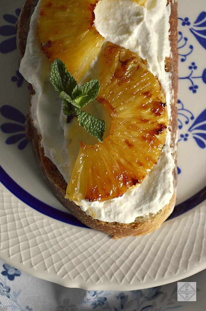 Open Sandwich de Piña Asada