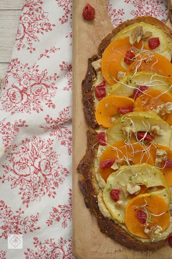 Open Sandwich de Calabaza y Manzana Asadas