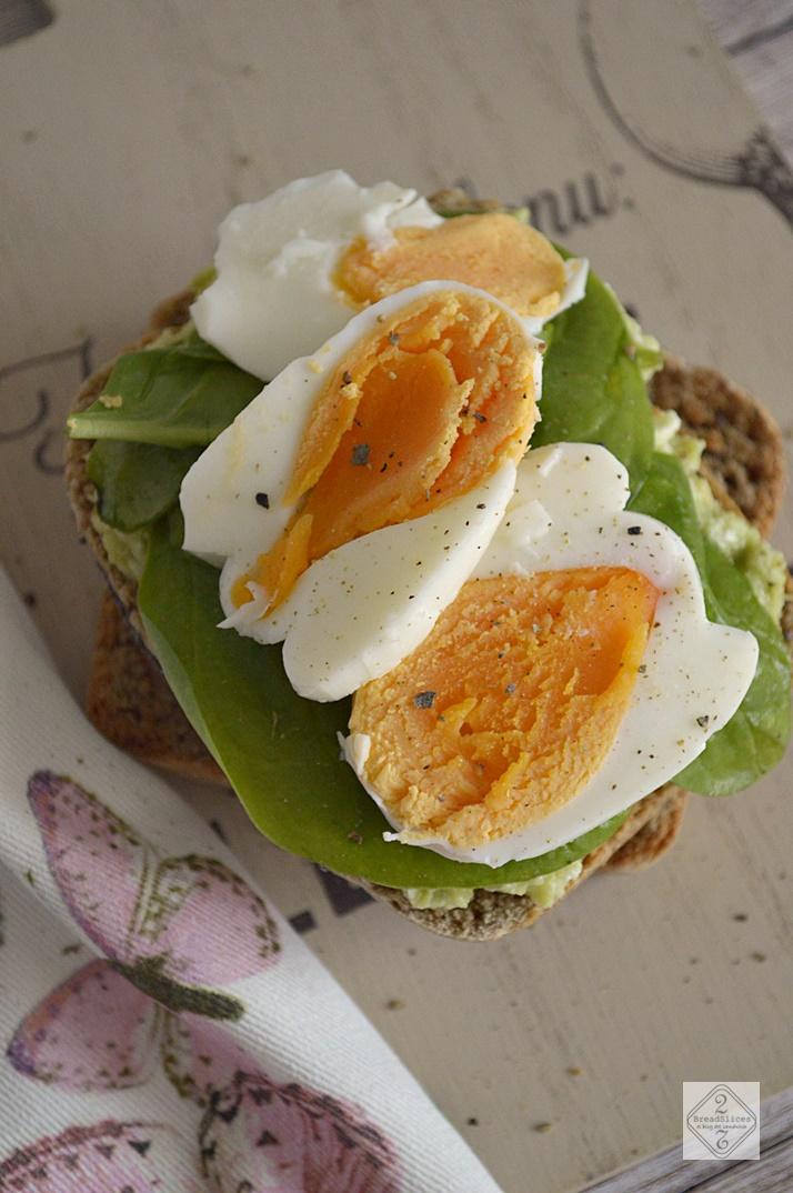 Sandwich de Huevo con Untable de Aguacate y Feta