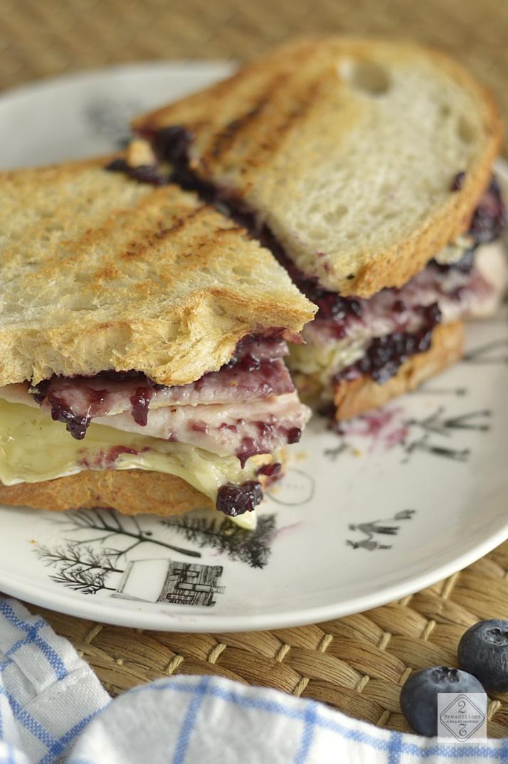 Sandwich de Pavo, Queso Brie y Arándanos