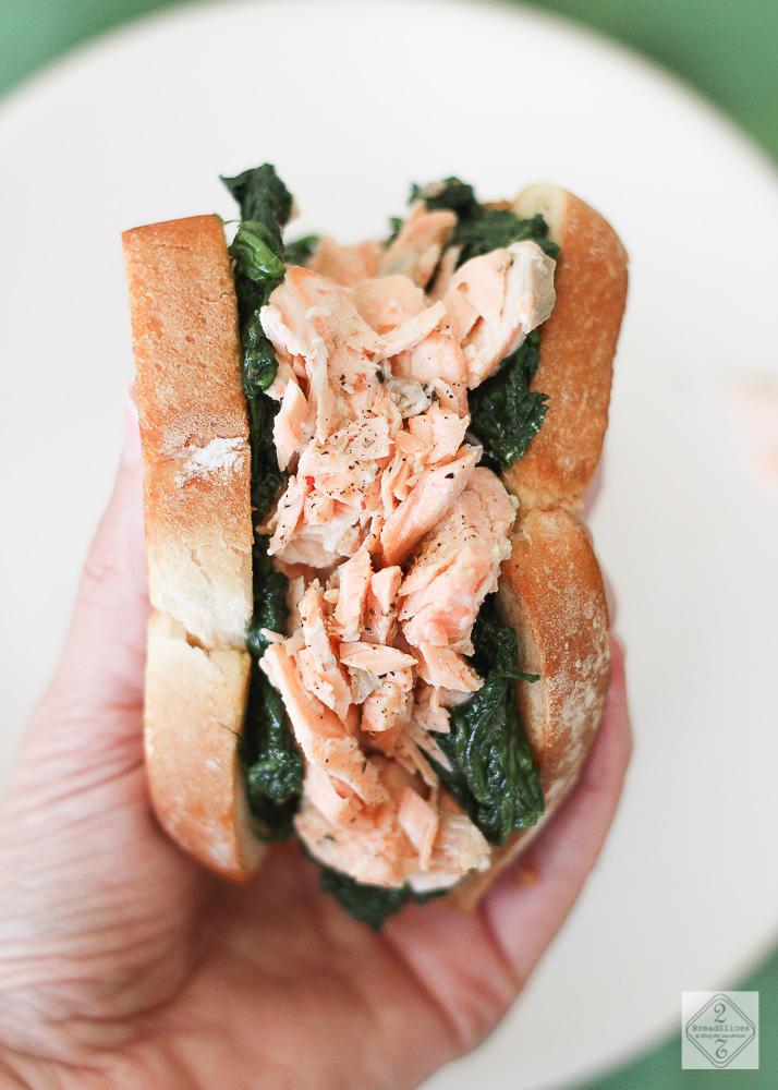 Sandwich de salmón y espinacas
