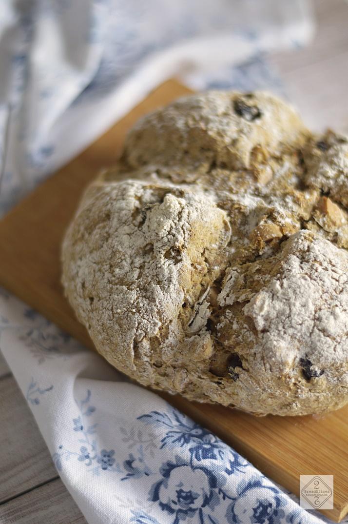 Pan de Soda con Almendra y Pasas