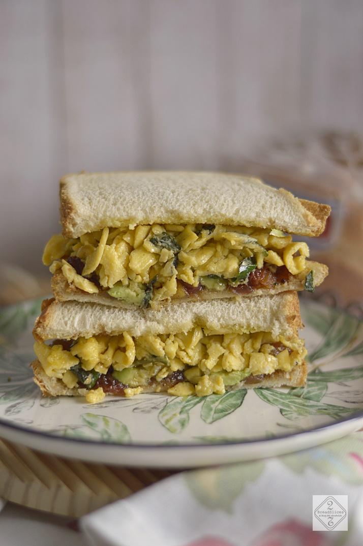 Sandwich de Huevo y Chutney de Pera