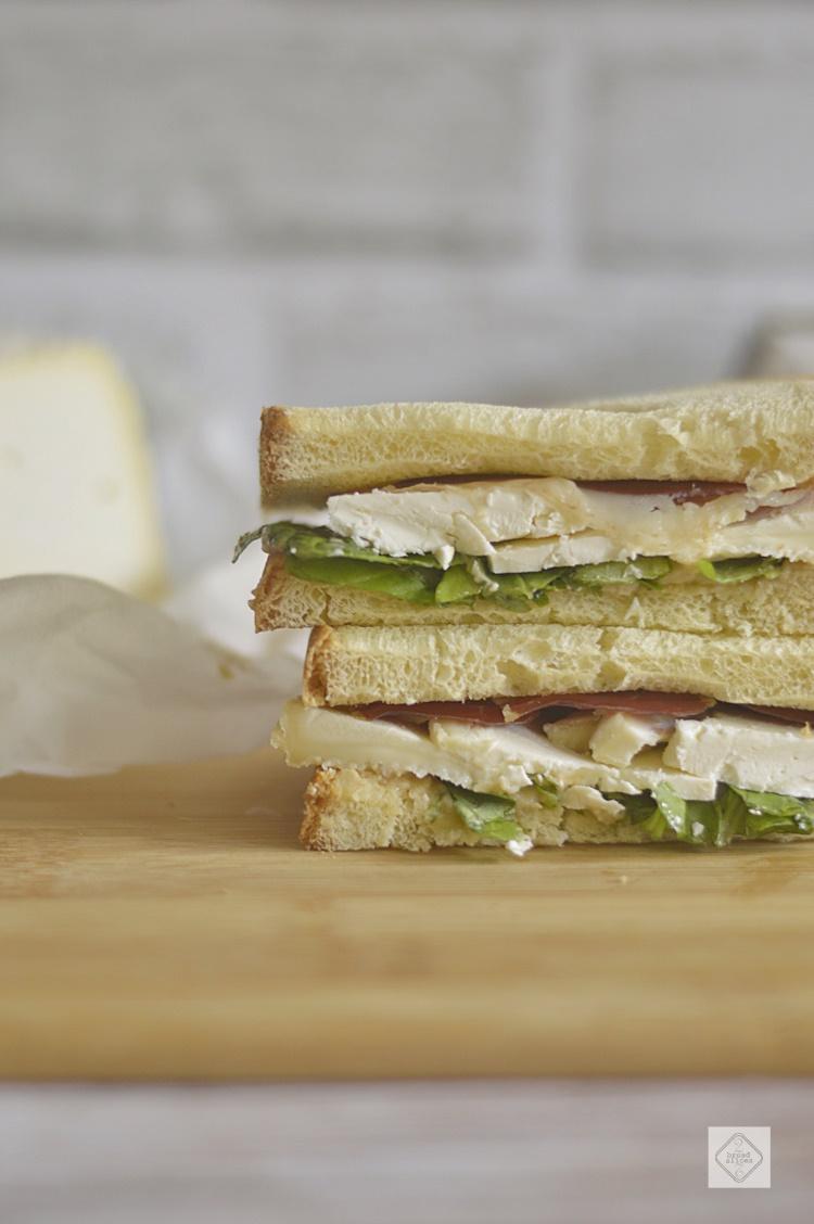 Sandwich de Jamón de pato y Afuega´l Pitu